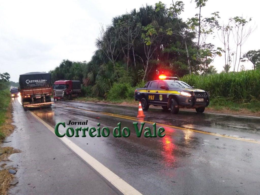 Acidente envolvendo caminhões e carreta quase termina em tragédia na BR-364